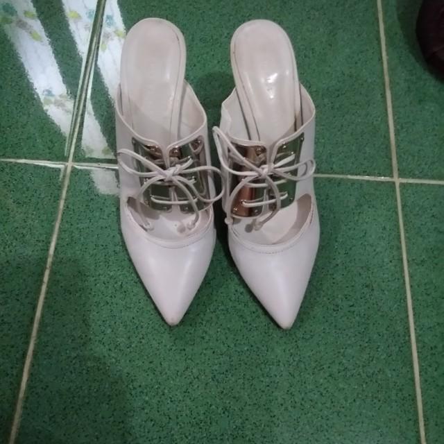 Sepatu putih c'nk
