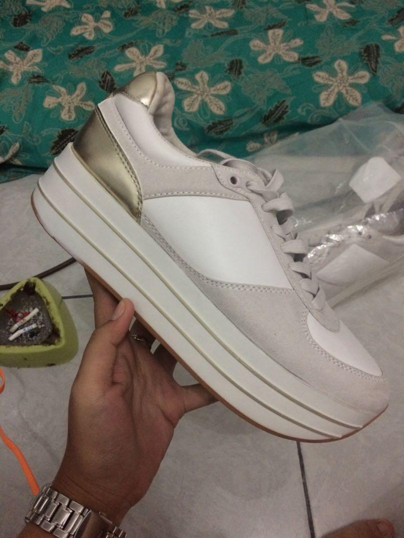 Sneakers zara, Fesyen Wanita, Sepatu di