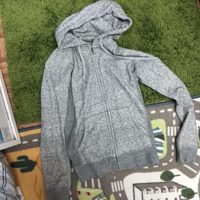 Uniqlo 灰色連帽外套|M號