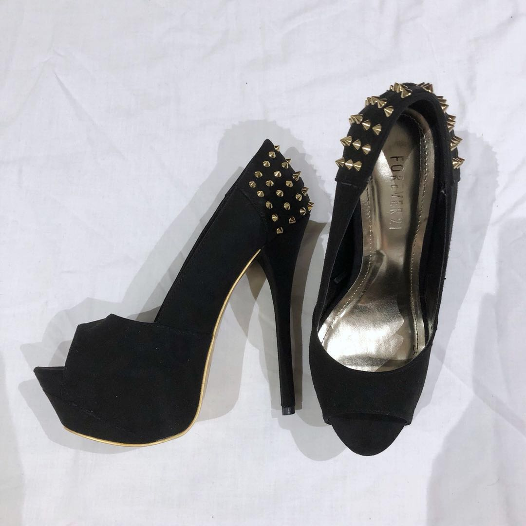 (US8) Forever 21 Black Heels with Gold Studs