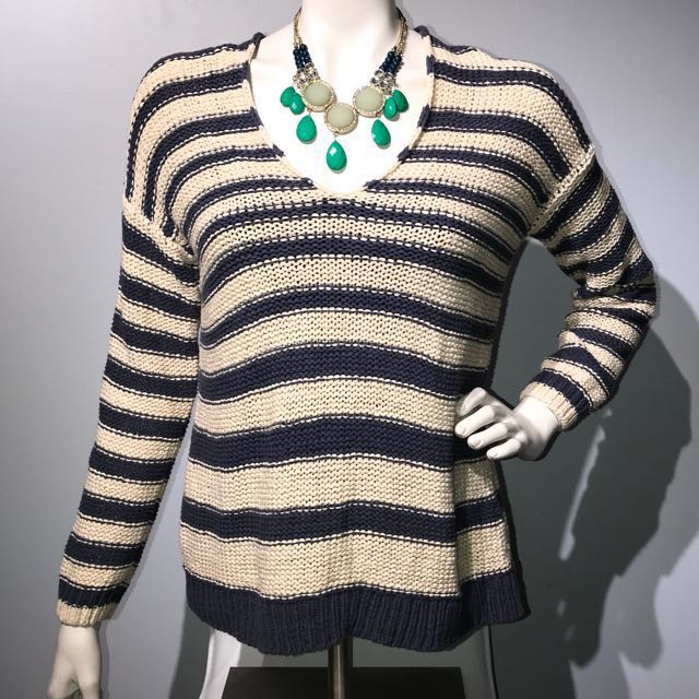 VINCE Double V Knit Blouse - Small