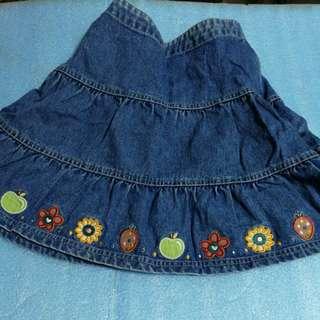 90% kis size 8 Denim skirt , 7-8 year old