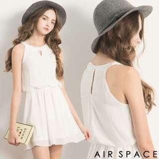 AIR SPACE 三角鏤空領削肩縮腰雪紡洋裝(少女白)