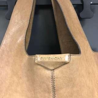 Givenchy Toe Bag 70% new