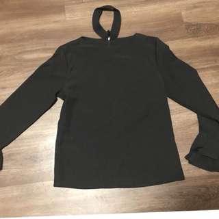 黑色喇叭袖上衣
