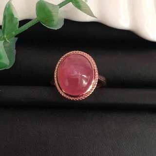天然紅紋石戒指 18k玫瑰金招正桃花,佩戴更顯妳氣質與美麗,規格:12.5*10.3*6.2mm 此款屬於客製化商品