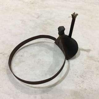lampu minyak tanah lama kegunaan di kepala