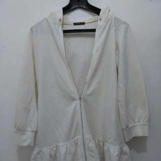 WHITE OUTER JACKET