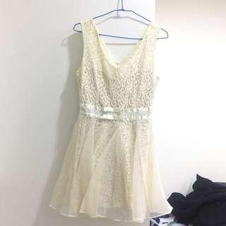 韓國製 蕾絲做工細緻的洋裝 有澎度有內裡襯裙