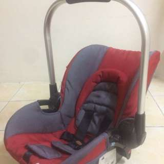 Sweet cherry baby carrier cum carseat can attach to stroller