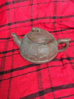 Antique Zisa Teapot offer at 12.90 per piece. Sms96527463 to collect.