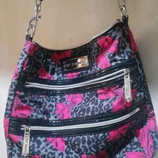 Betsey sling bag