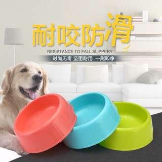 🚚 寵物餐碗 輕巧便利小貓碗 小型犬用餐具 糖果色塑膠碗 寵物餐具(售價:$99)買一送一