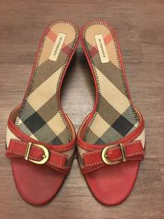 Burberry 紅色矮踭鞋