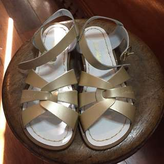 Brand new original saltwater sandals size 5 gold