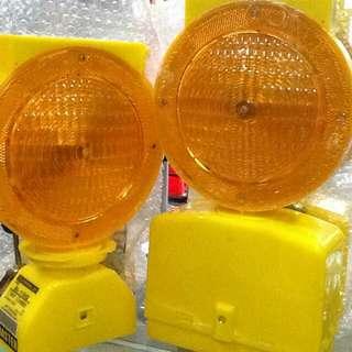 Solar warning lights for barrier/barricade