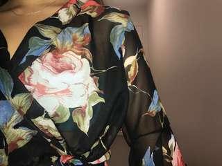 Sheer top romper/black with flower print