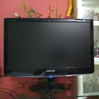 "Samsung SyncMaster 21.5"" LCD Monitor"