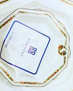 BNEW Givenchy Plate set