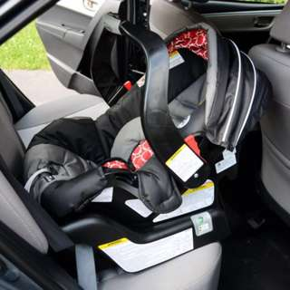 BABY CAR SEAT W/ BASEGraco BABY CAR SEAT W/BASE Snugride Classic Connect 30  (USD199 =P6,000) Buy now at a very low price