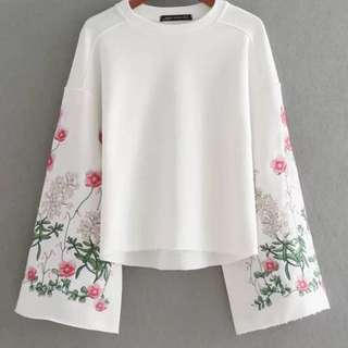 BN Embroidered sleeve white bell sleeve TOP