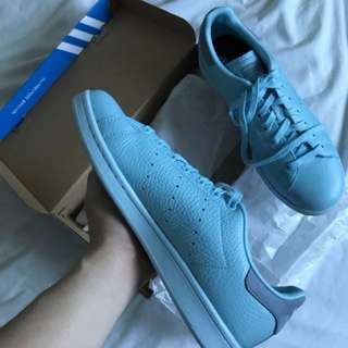 ADIDAS STAN SMITH BRAND NEW SNEAKERS  US 9