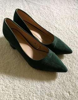 Velvet block heels in deep green