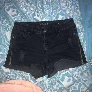 Mid-rise black denim shorts