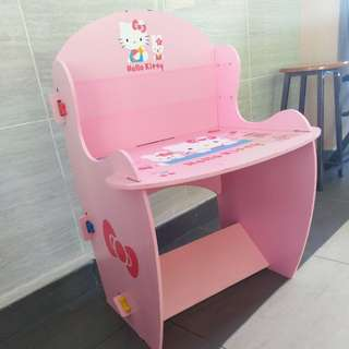 Hello Kitty Reading Desk for her (DIY style with clips only)