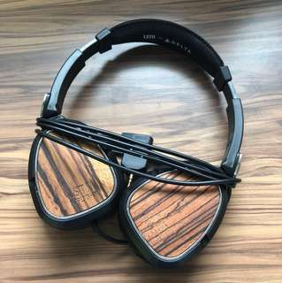 LSTN In-Flight Noise-Cancelling Headphones for Delta Airlines