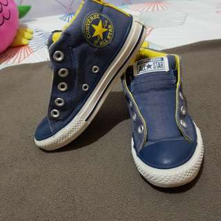 Pre loved Converse Shoes size 13 / 19 CM