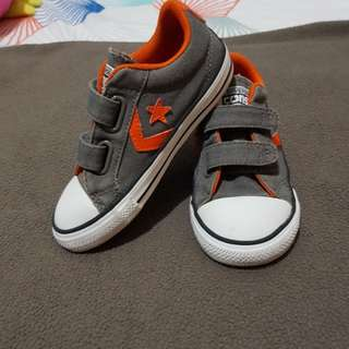 Pre loved Converse shoes size 10 / 16.5 CM