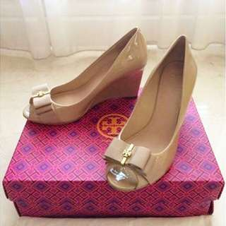 Tory Burch Trudy 85mm Open Toe Wedges Size 7.5, Colour Beige Patent Leather