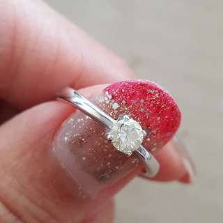 ($550)0.29ct diamond ring