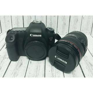 Canon 6D mark 1 with 24-105mm f/4L Lens and Canon Speedlite 430EX II flash