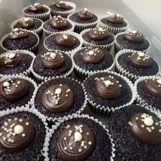 Chocolate cupcakes with ganache topping
