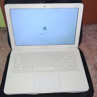 MacBook white 2010