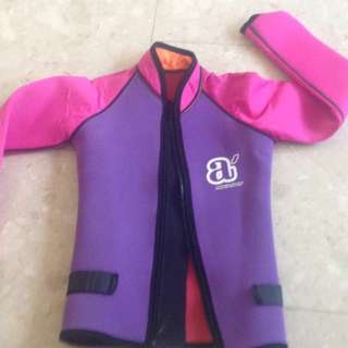 Thermal swim wear L and XL size: about 3-4 & 5-6 years old