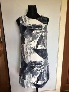 White/gray abstract print dress