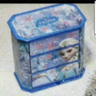 In Stock Disney Frozen Desktop Organiser With 3 Drawers Size is 17 × 17 × 10cm.