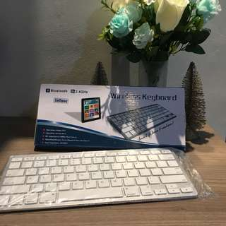 Wireless Keyboard putih