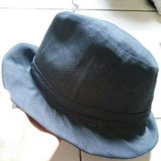 Blow hat grey