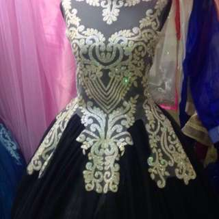 Elegant Black gown for prom