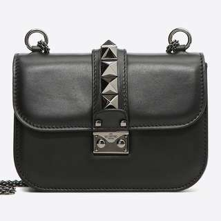 VALENTINO NOIR SMALL CHAIN CROSS BODY BAG 代表購