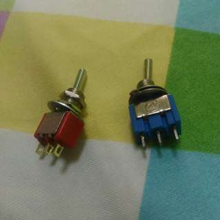 Small toggle switch