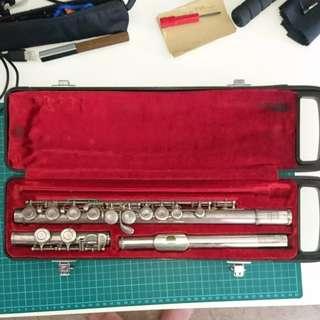 Yamaha YFL211S flute for beginner