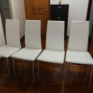 4張白色仿皮椅子 4 chairs of white artifical leather