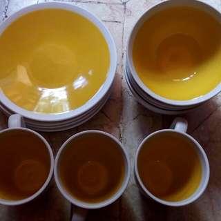 Lemon mangkok, mug, dan piring
