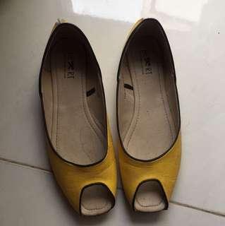 Tltsn yellow