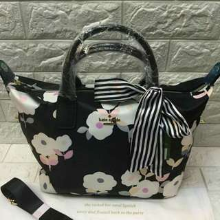 Kate spade bag  Size: 17x11x7 inches  Authentic quality With scarf